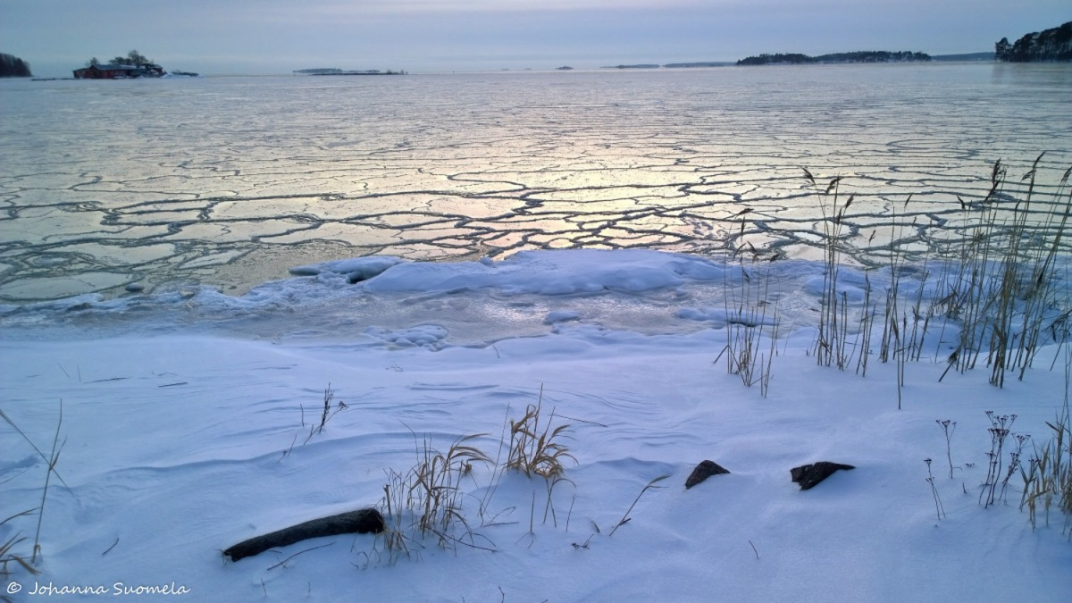 Lunta jaatyva meri