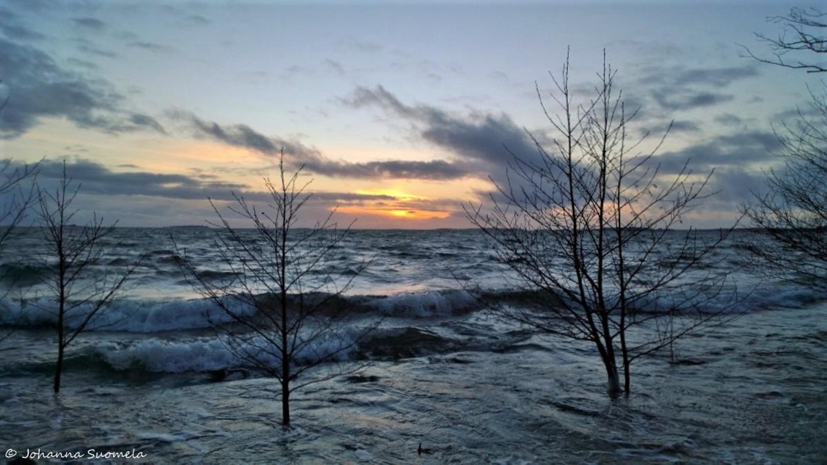 Auringonlasku tammikuu meri