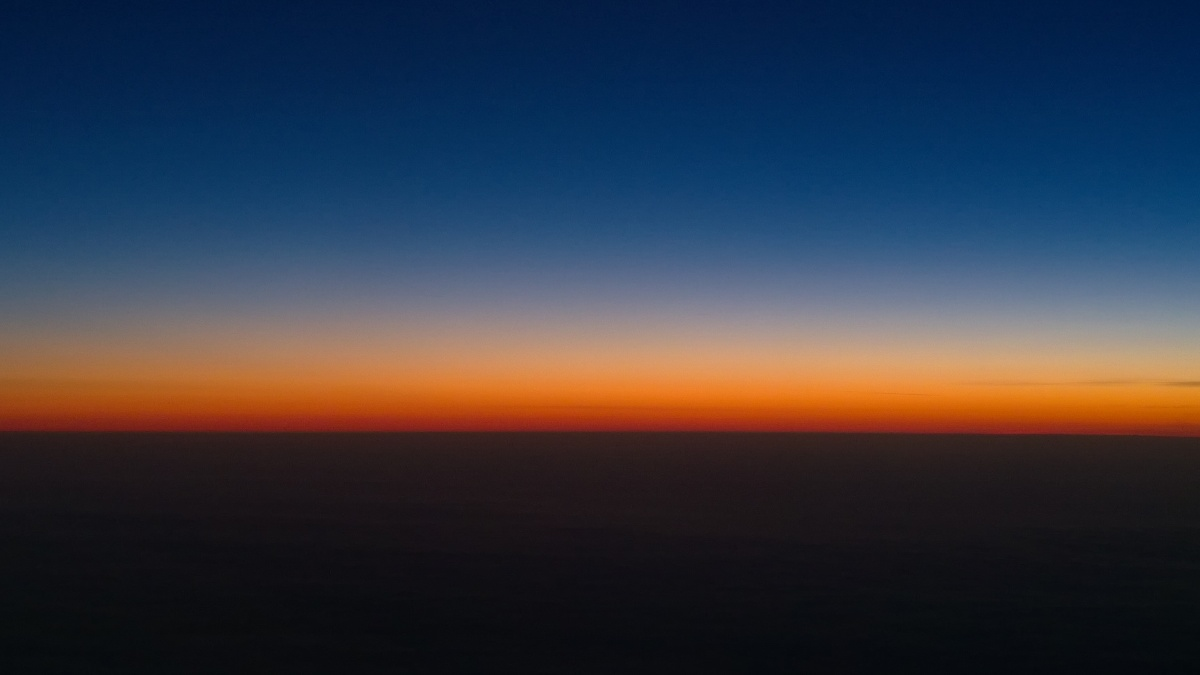 Illaksi kotiin. Sunset seen from a Finnair flight.