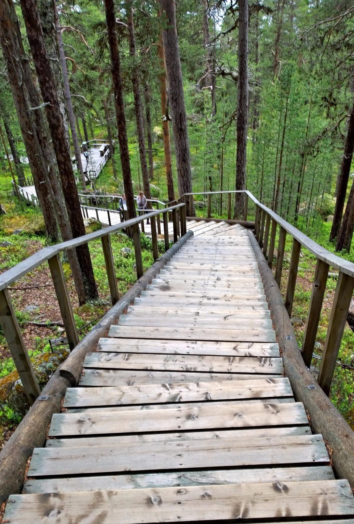 Karhunpesäkivi portaat