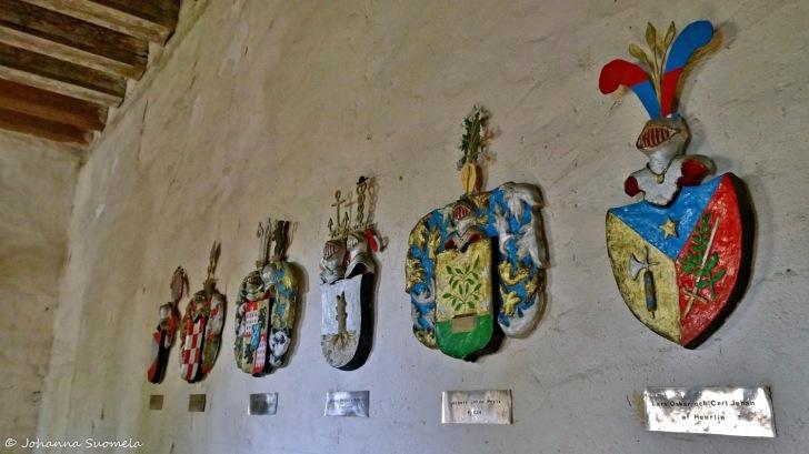 Kuitia Qvidja linnasali vaakunat