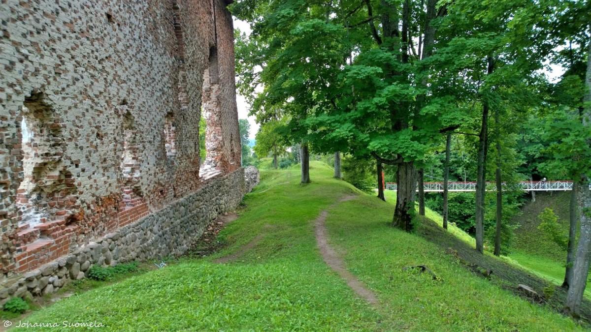 Viljandin ritarilinnan rauniot riippusilta