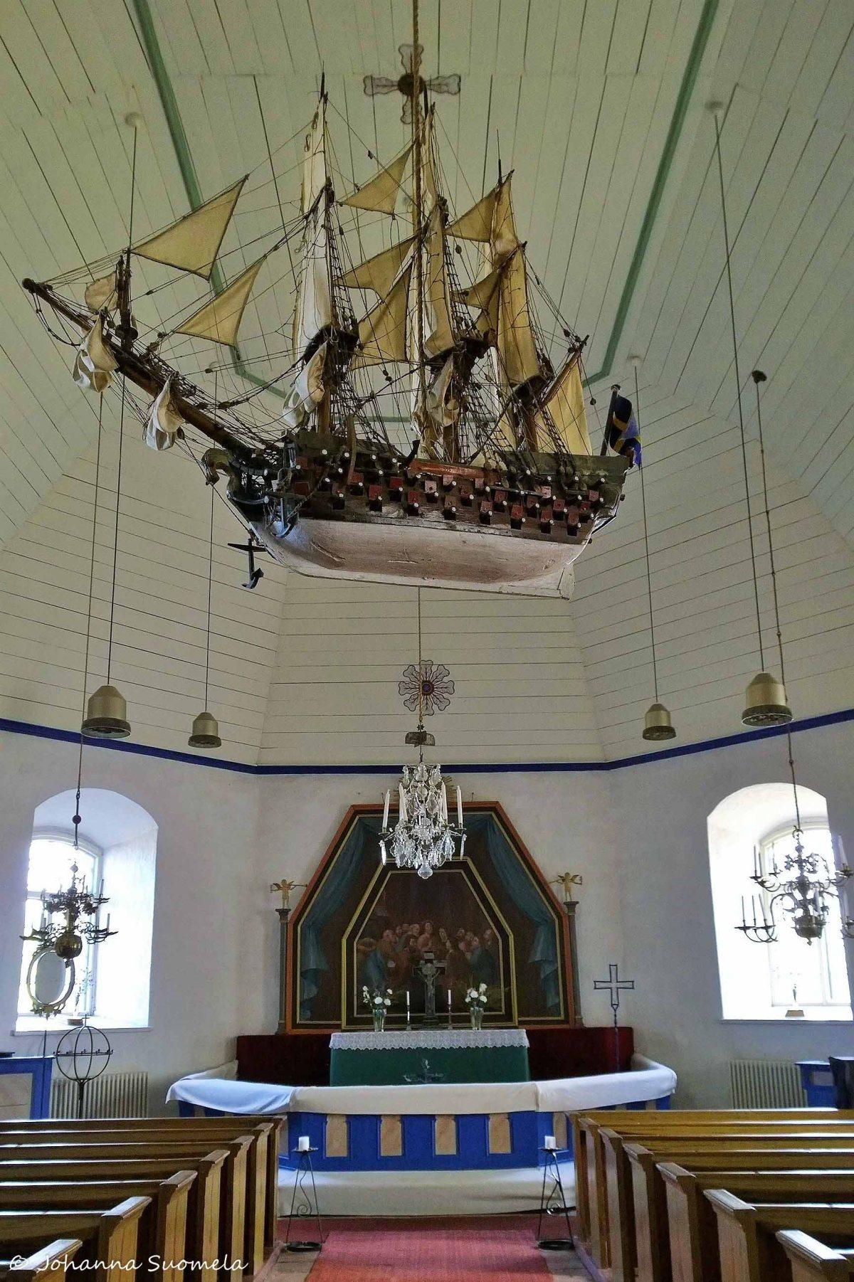Kökarin Pyhän Annan kirkko sisältä